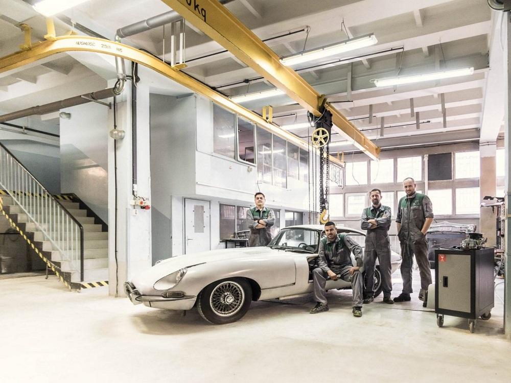 Classic group, service of classic cars